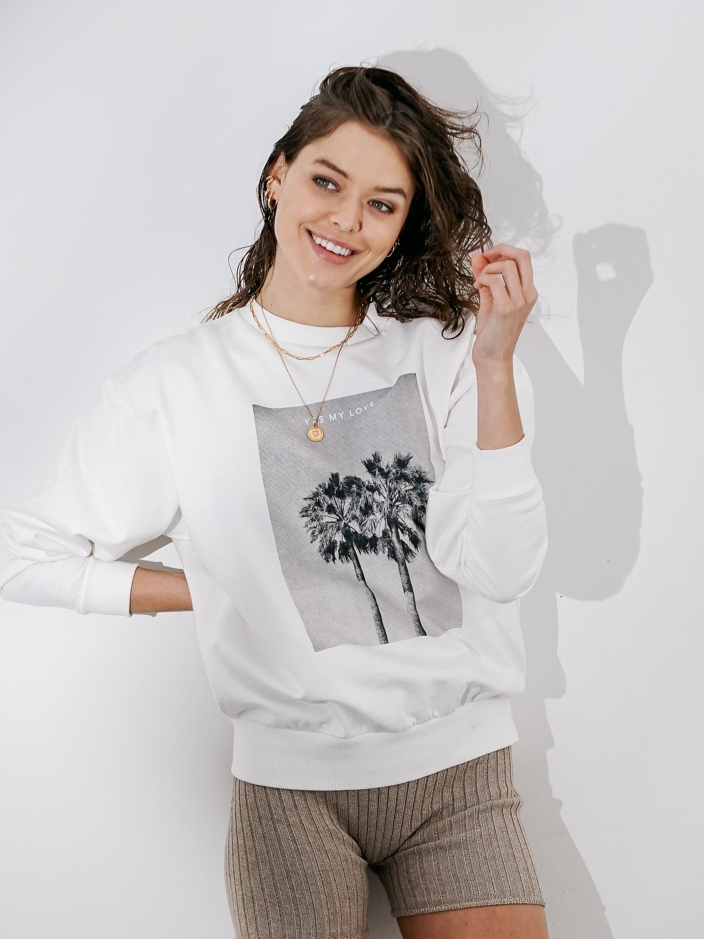 yesmylove_hero_sweater